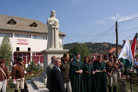 Szent István-szobor Kézdiszentléleken (forrás: kronika.ro)