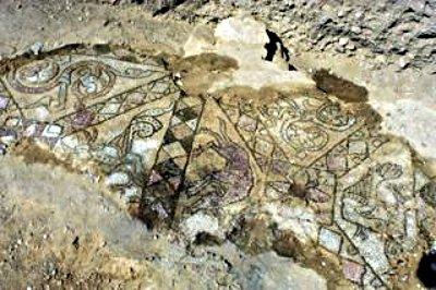 mozaikrészlet a bizerei kolostorromnál