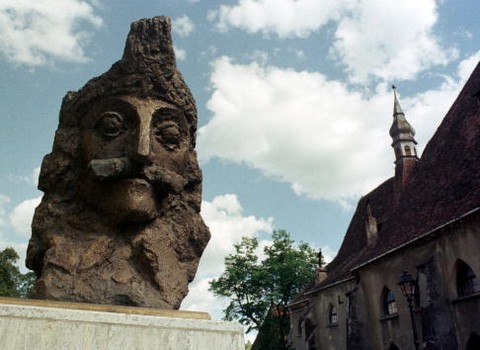 Vlad Tepes szobra Segesvárott