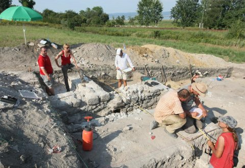 ásatások Fenékpusztán (forrás: zalaihirlap.hu)