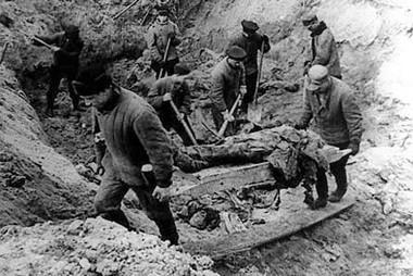 A katyńi áldozatok exhumálása