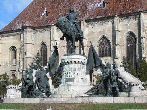 A kolozsvári Mátyás-szobor a felújítás megkezdése előtt