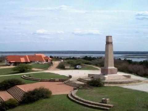 A felújított pákozdi emlékmű