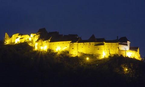 A már felújított rozsnyói vár (forrás: manna.ro)