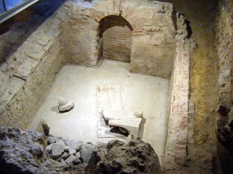 Egy már feltárt ókeresztény sírkamra Pécsett (forrás:wikipedia)