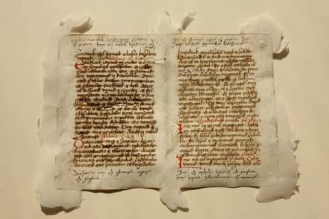 Az Apor-kódex - a negyedik legrégibb magyar nyelvemlék (fotó: kronika.ro)