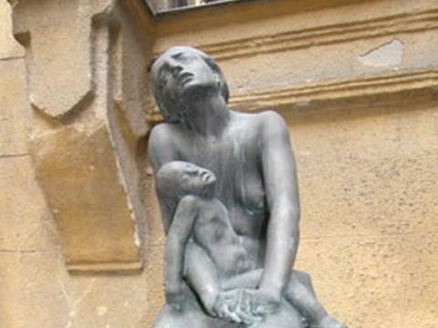 A Fájdalmas Anya újpesti szobra (forras:ujpestifoter.hu)