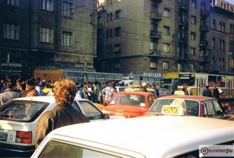Életkép az Alkotás úton az 1990-es taxissztrájk idején (forrás: retronom.hu)