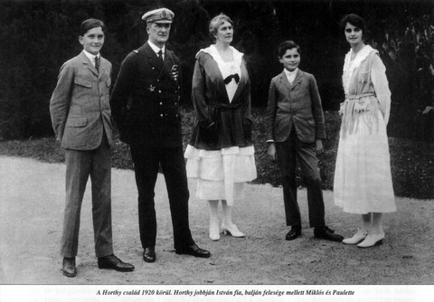 A Horthy-család: Balról-jobbra: Horthy István, Horthy Miklós, Horthy Miklósné, ifj. Horthy Miklós, Horthy Paulette