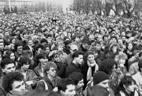 Egy Horváth Ernő által készített felvétel az 1988. március 15-i budapesti megemlékezésről