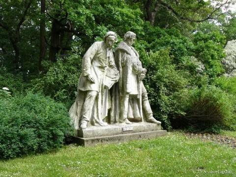 A Horvay János által megalkotott Kossuth-szoborcsoport Dombóváron