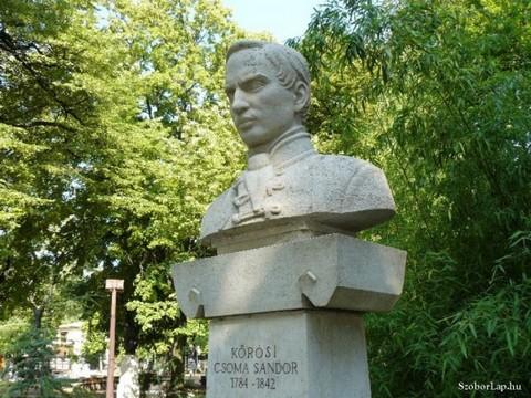Kőrösi Csoma Sándor mellszobra Balatonfüreden (fotó:SzoborLap.hu)