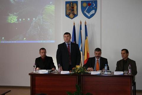 Borboly Csaba tart előadást a konferencián (fotó: Bíró Blanka, kronika.ro)