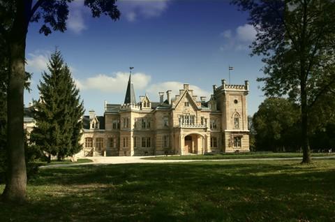 A nádasladányi Nádasdy-kastély a historizmus korának egyik legszebb magyar kastélya - kuriózum a magyar építészet történetében
