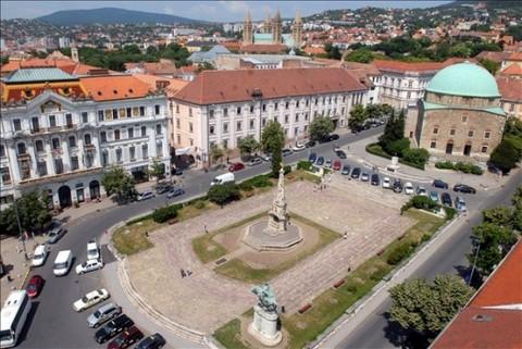 A pécsi Széchenyi-tér (fotó: MTI)