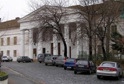 A szekszárdi vármegyeháza - az udvaron kerül felállításra az emlékmű