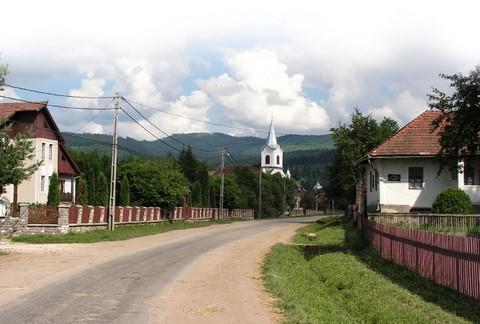 Zabolai utcakép - háttérben a katolikus templom