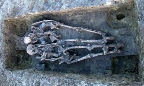 Kettős temetkezés Kishomokon