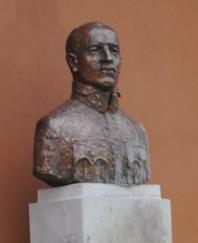 Kratochvil Károly szobra Kézdivásárhelyen