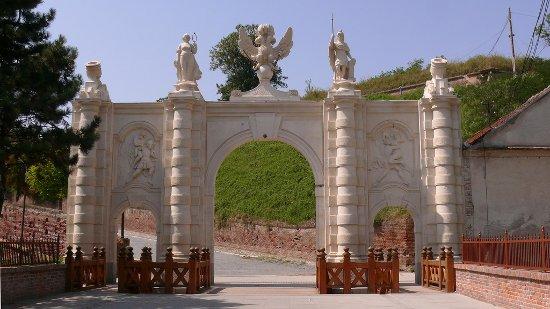 a gyulafehérvári vár Károly-kapuja (forrás: wikipedia.org)