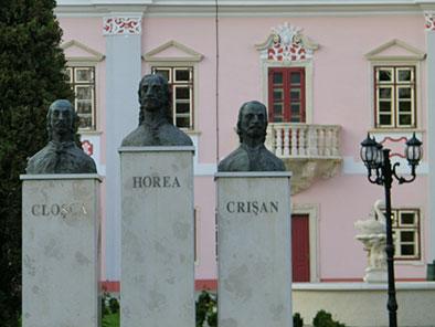 A gyilkosok emlékműve Déván
