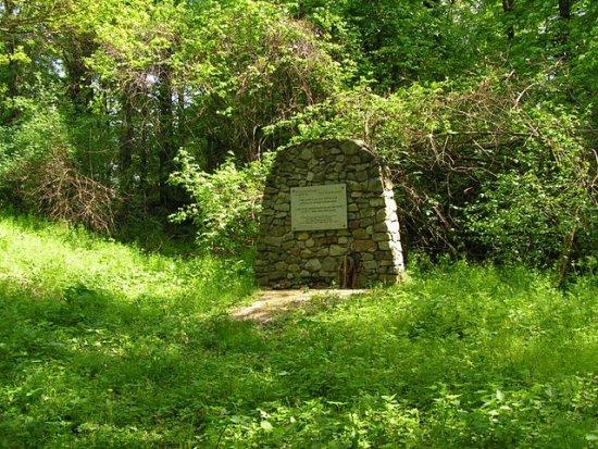 a Zrínyi-várnak emléket állító őrtilosi emlékmű