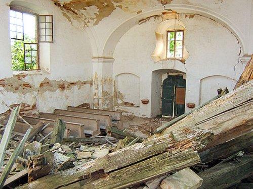 a tevel-kovácsi műemlék templom teteje bő évtizede omlott be (fotó: műemlékem.hu, Balogh János)