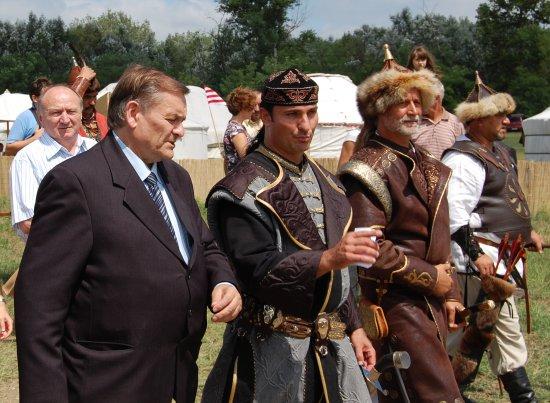 Lezsák Sándor és dr. Bíró András Zsolt a Kurultájon (2010. augusztus 7.)