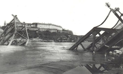 az újvideki Ferenc József híd romokban