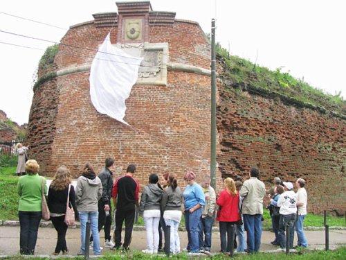 a címeres kőtábla leleplezését a Kulturális Örökség Napján