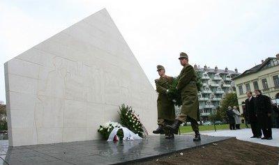 kitelepítettek és kényszermunkára hurcoltak emlékműve (fotó:mno.hu)