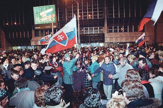 ünneplés 1992 szilveszterén Pozsony főterén