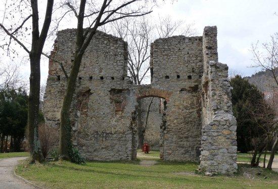 tettyei romok (fotó: Esztella, panoramio.com)