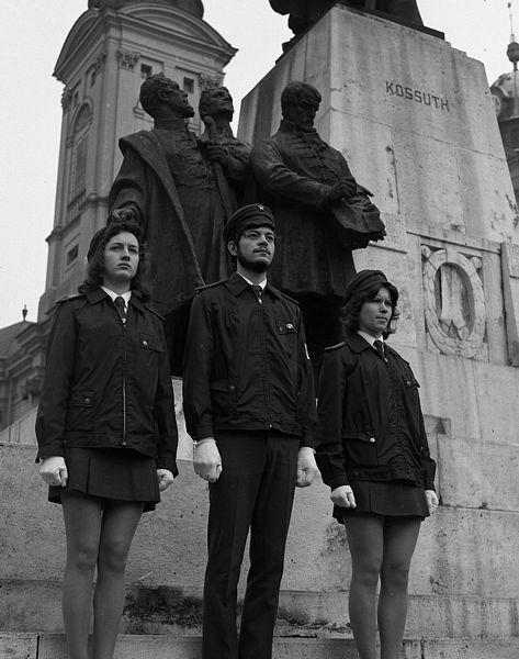 Ifjú gárdisták koszorúznak a Kossuth-szobornál - nem ők játszották a főszerepet