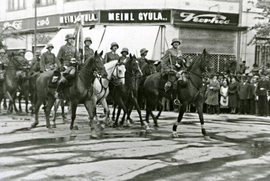magyar csapatok bevonulása Szabadkára (fotó: Nagy Magyarország)
