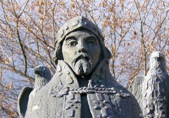 I. Béla szobra Szekszárdon (fotó:szoborlap.hu)