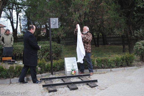 Baross Gábor-emlékmű Kézdivásárhelyen (fotó: szek-helyek.ro)