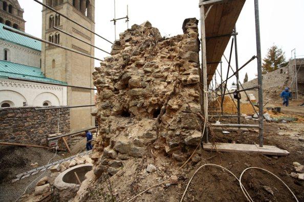 a pécsi várfal rekonstrukciós munkái