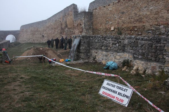 a pécsváradi kolostorvár falai