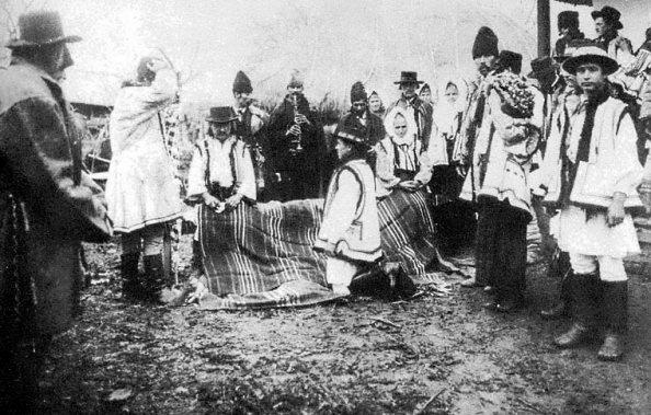 moldvai csángó-magyar lakodalom Szabófalván (fotó: mek.niif.hu)