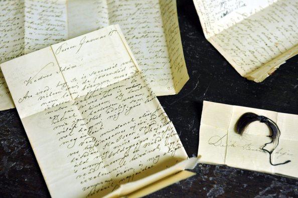 Deák Ferenc levelei, verse és egy kis borítékban elhelyezett hajtincse (MTI)