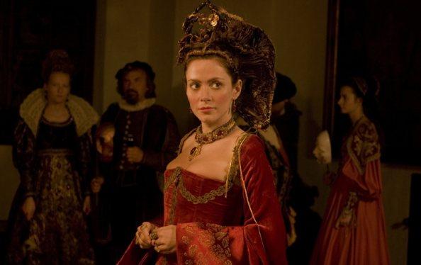 Báthory Erzsébet szerepében Anna Friel