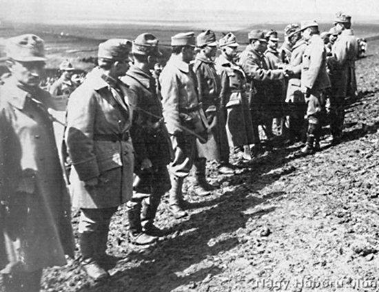 16-osok kitüntetése az orosz harctéren, 1915. szeptember (Peter Chorvát gyűjteményéből)