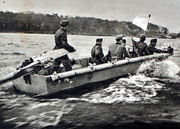 hadikövet átkelése a Dunán Medve községbe