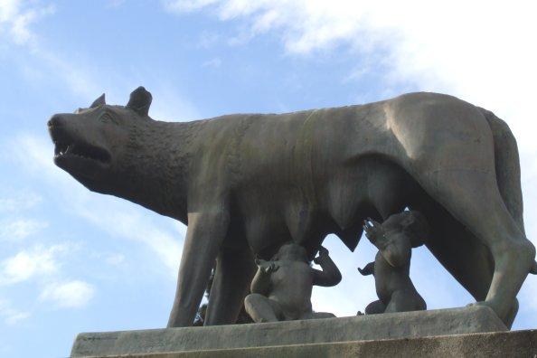 Romulus és Remus szobrok Románia-szerte (fotó: Devecsery László, szombathely.hu)
