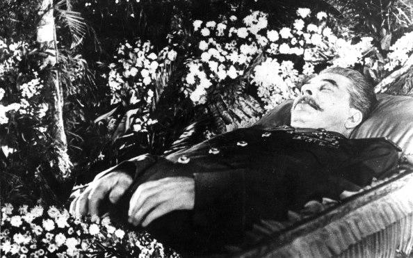 Sztálin a koporsóban