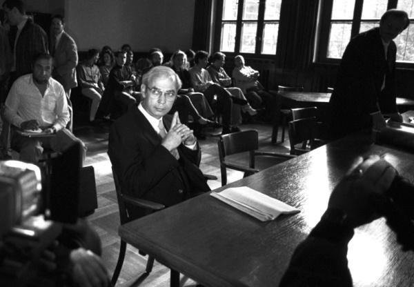 Clyde Lee Conrad őrmester a bíróság előtt (Koblenz, 1990. június 6., fotó: Stars and Stripes)
