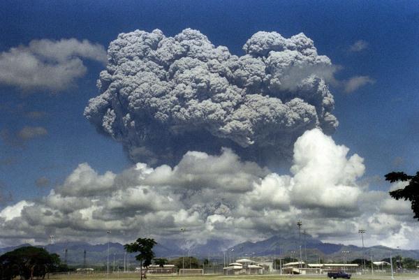 A Pinatubo 1991. júniusi kitörése (fotó Washington Post)