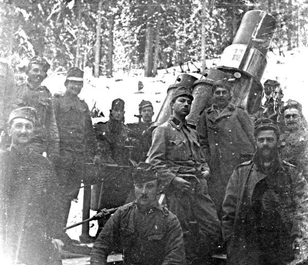 csoportkép az olasz fronton (illusztráció, Fortepan)