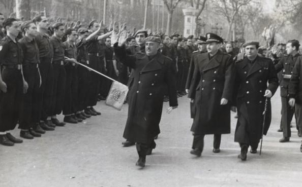 Franco tábornok Barcelonában (Fotó: revolting-europe.com)